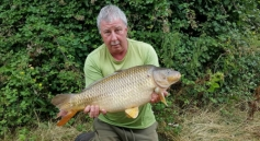 28/07/16. Dave (BAZZ) Barry with a mid double from ASL.